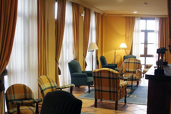 hotel puerta villa: