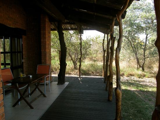 Baobab Ridge: Deck with view of bush all around