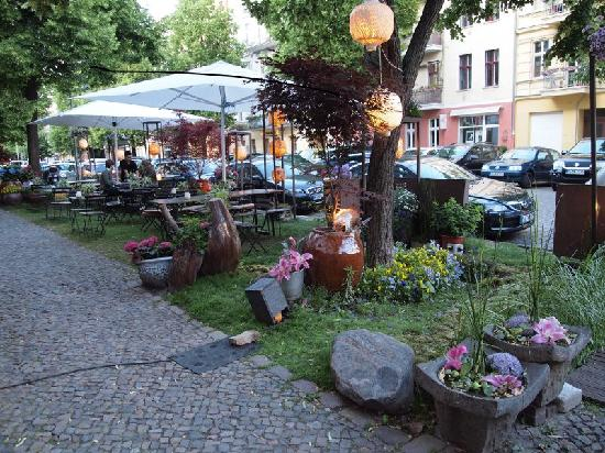 outdoor seating at si an picture of si an berlin tripadvisor. Black Bedroom Furniture Sets. Home Design Ideas