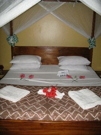 Honey Badger Lodge: Our beautiful room ready for our arrival