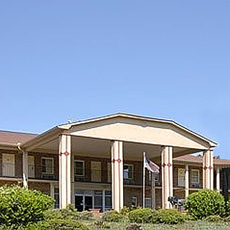 Travelers Inn & Suites Forest City : getlstd_property_photo