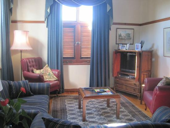 Sonnekus Guest House: Common Living Room