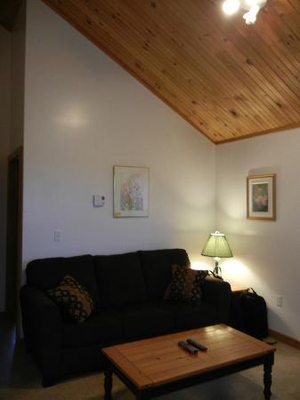 Chisholm's of Troy Coastal Cottages: Living room
