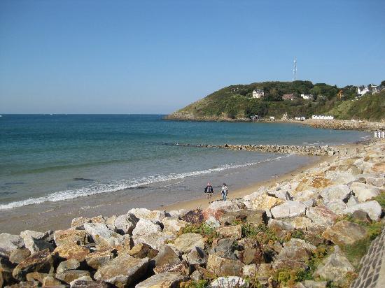 La Comte : beach in the village next to the B&B