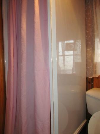 Cherry Tree Villa Guest House: Douche sur l'étage