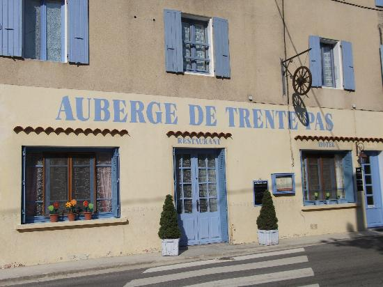 Auberge de Trente Pas : Front of hotel