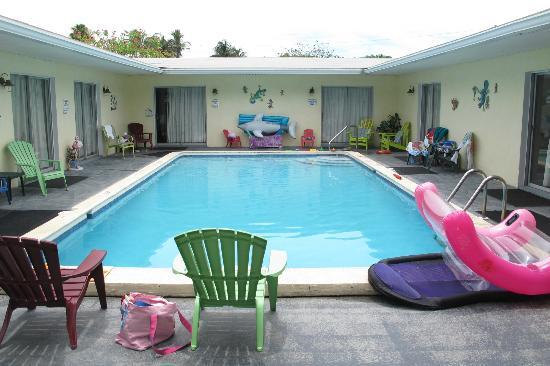Sunshine Island Inn: Pool Area