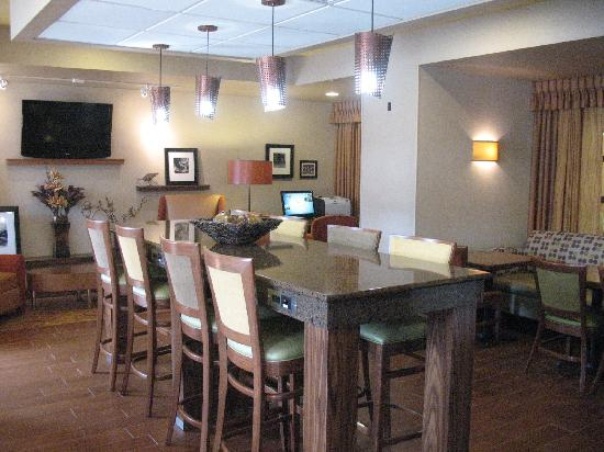 Hampton Inn Butte: Our New Perfect Mix Lobby - The Perfect Gathering Spot Any Time of Day!