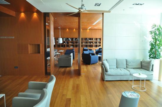 Villa Dubrovnik: Library-Lounge