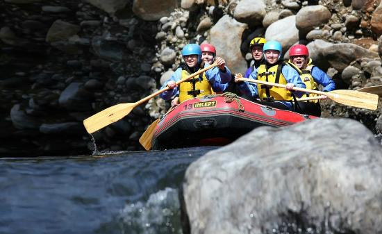 Blue Mountain Adventure Centre: White Water Rafting down the Tongariro River