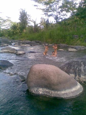 Bali Explore Tours: unda river - here the local people village ussually use for take a bath and swimming for childre