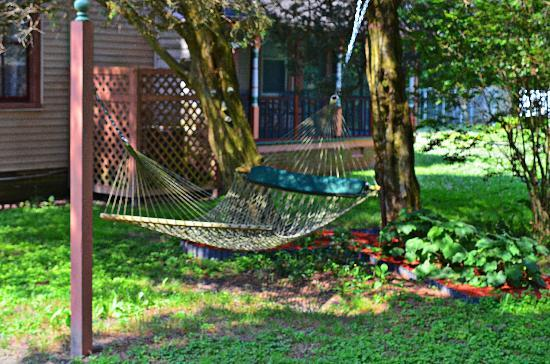 Garden and Sea Inn: That hammock is begging for company