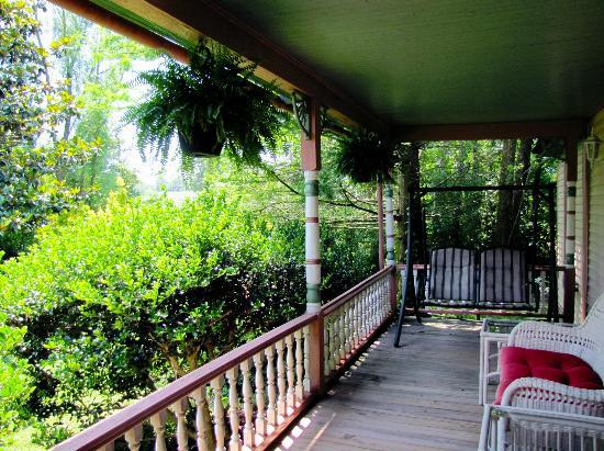 Garden and Sea Inn: Garden House Porch