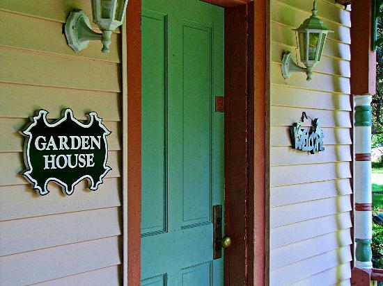 Garden and the Sea B&B Inn: Garden House Entrance
