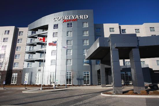 Courtyard by Marriott Calgary Airport: Exterior