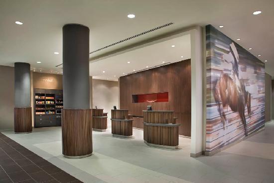 Courtyard Calgary Airport: Lobby