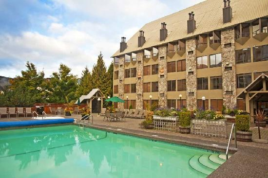 Executive Inn At Whistler Village: Year round swimming pool at our Mountain Side location that all guests can use