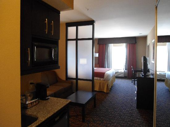 Holiday Inn Express & Suites Alpine Southeast: King Suite