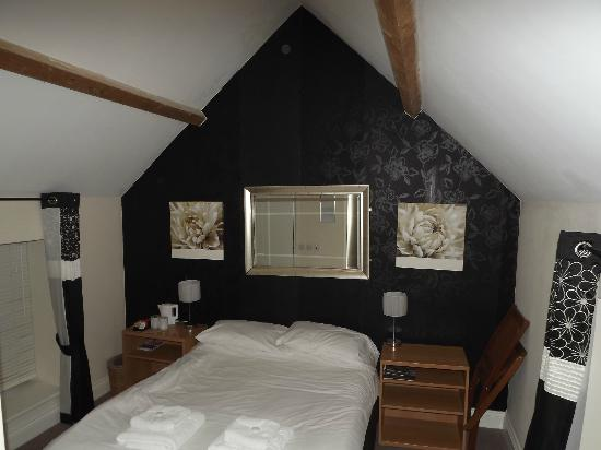 The Duke of Wellington Country Inn: Our Bedroom Bright and clean