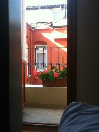 Berce Hotel: Vista de la habitacion