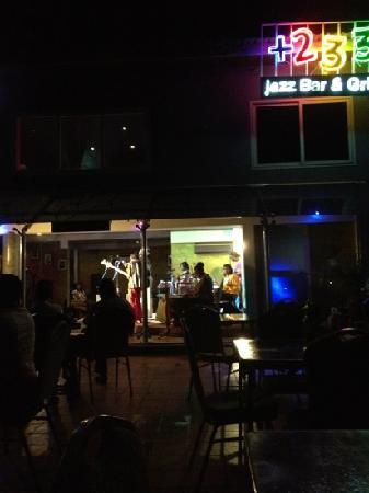 +233 Jazz Bar & Grill: Great night scene