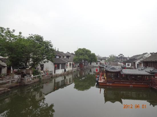 Suzhou Tongli International Youth Hostel: 蘇州より雰囲気のある街並み