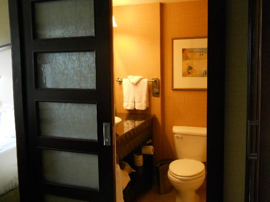 Great Wyndham Grand Pittsburgh Downtown: Bathroom With Frosted Glass Doors Part 29