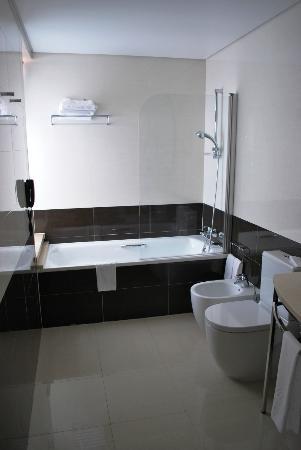 Vila Galé Coimbra: Banheira relaxante
