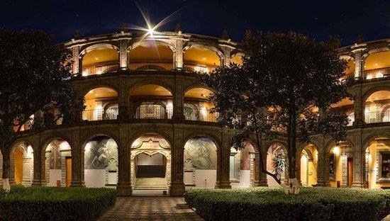 Antiguo Colegio de San Ildefonso: Vista nocturna del patio principal