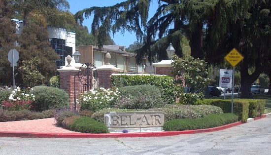 Bel air is included on the glitterati movie stars homes for Movie star homes beverly hills