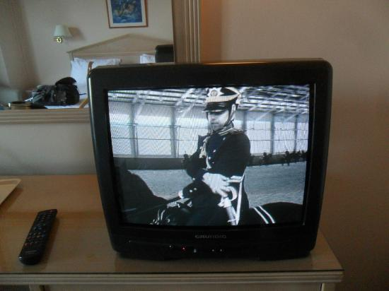 Holiday Inn Nicosia City Centre : Ancient TV, picture so bad -- worse than an old B/W!!