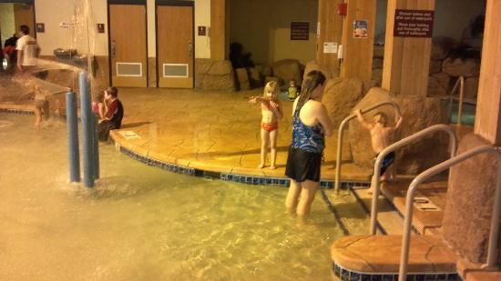 Tundra Lodge Resort Waterpark & Conference Center: Play area in the pool