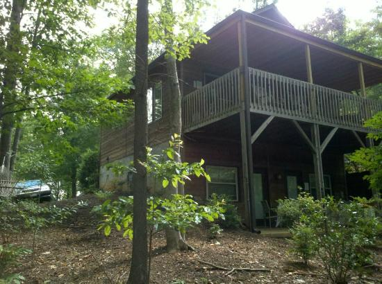 Asheville Cabins of Willow Winds: The back of our cabin...the wonderful patio with the hot tub and the upper deck!