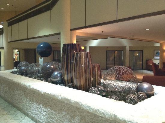 Crowne Plaza Hickory I-40: Hotel main lobby