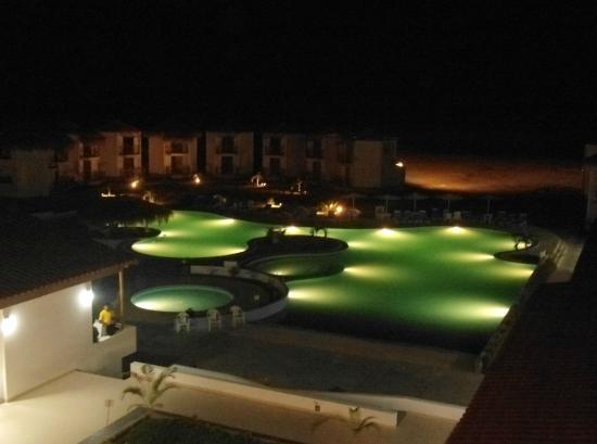 Casa Andina Select Zorritos Tumbes: la piscina de noche