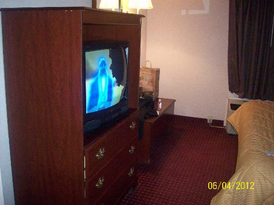 Comfort Inn West: TV