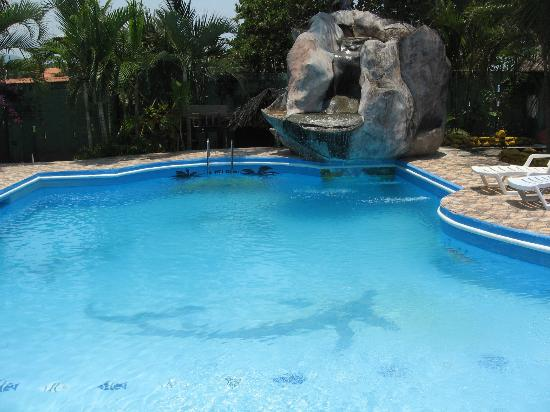 La Delphina Bed and Breakfast, Bar and Grill: clean & relaxing pool