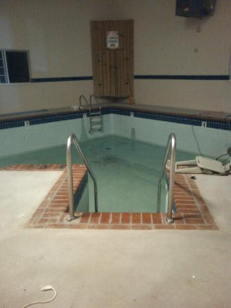 Econo Lodge: The indoor pool was being updated, not listed on hotel web site we booked just the day before.