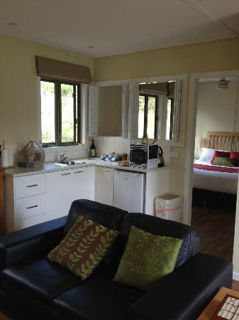 Gisborne Peak Winery Cottages : Full kitchen amenities