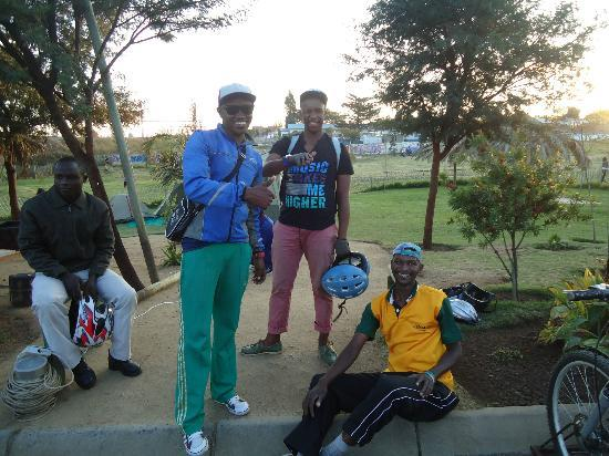 Lebo's Soweto Backpackers : Our guides on the bicycle tour