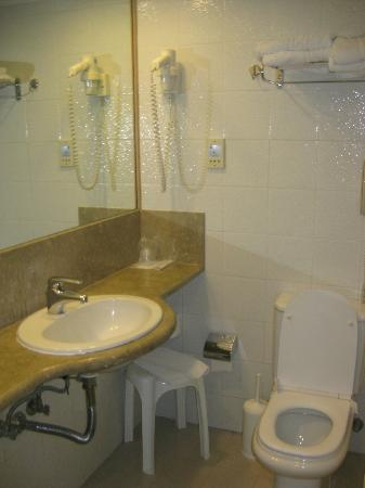 Best Western Hotel Plaza: Bathroom