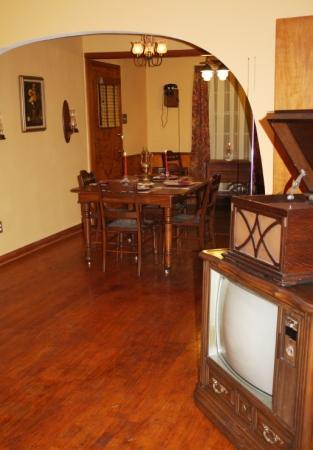 Alla's Historical Bed and Breakfast, Spa & Cabana: The Guest House, Living Room
