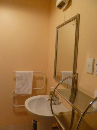 Orari Bed & Breakfast: Bathroom