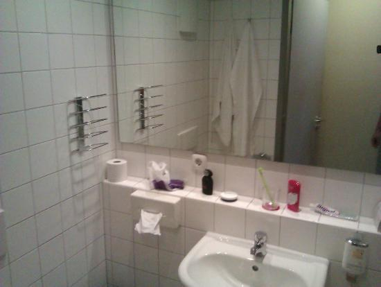Best Western Amedia Passau: Bathroom