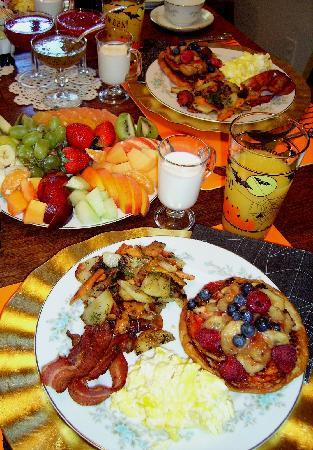Alla's Historical Bed and Breakfast, Spa & Cabana: Delux European Breakfast