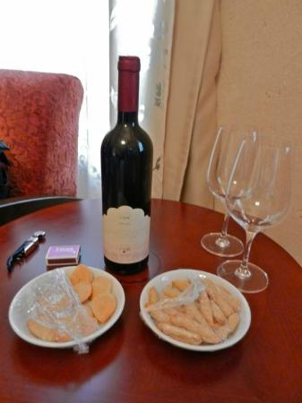 Smadar-Inn: free wine and cookies on arrival