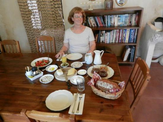 Smadar-Inn: very nice filling breakfast in a pleasant room