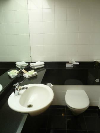 Distinction Te Anau Hotel and Villas: Bathroom