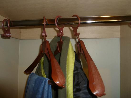 Distinction Te Anau Hotel and Villas : Cheap hangers