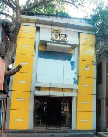 Rahi Plaza Hotel: Front view